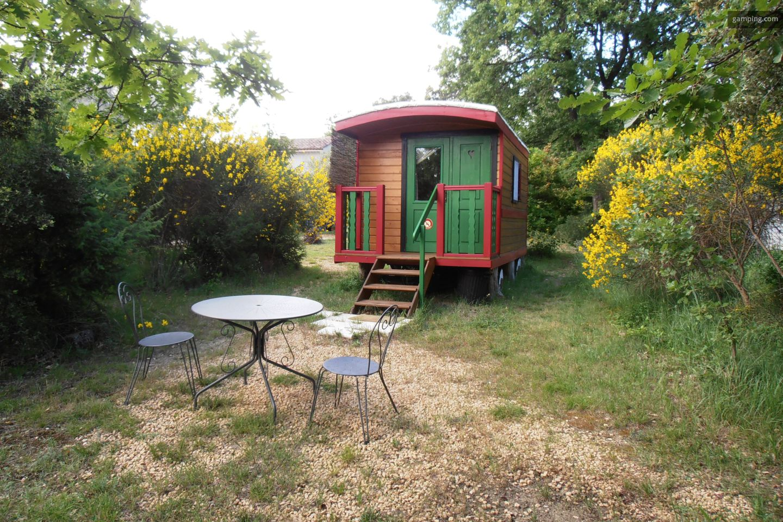 camping chez l habitant clansayes rh ne alpes gamping. Black Bedroom Furniture Sets. Home Design Ideas