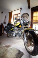 Fans de motos! Welcome! Vous vous sentirez chez vous!